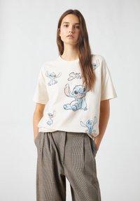 PULL&BEAR - Print T-shirt - beige - 0