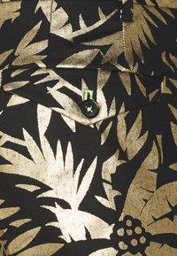 Twisted Tailor - MAMBO SUIT SET - Puku - black gold - 5