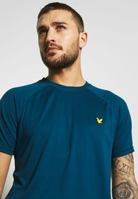 Lyle & Scott - CORE RAGLAN - T-shirt - bas - deep fjord - 3
