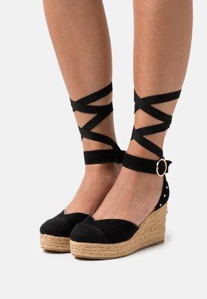 Platform heels - black