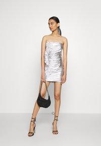 Third Form - DRIFTER FRILL STRAPLESS - Vestito elegante - silver - 1