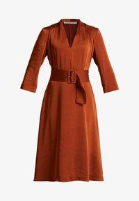 Gestuz - KAMRYN DRESS - Denní šaty - umber - 3