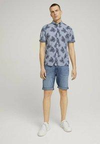 TOM TAILOR - Shirt - white navy leaf stripe design - 1