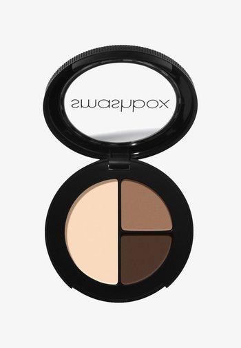 PHOTO EDIT EYE SHADOW TRIO 3,2 G - Eyeshadow palette - 4e372a, 9e7660, f8dac1 nudie pic light