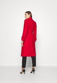 IVY & OAK - BELTED COAT - Classic coat - allure red - 2
