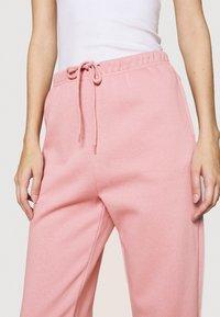Pieces - PCCHILLI PANTS - Pantalones deportivos - zephyr - 4