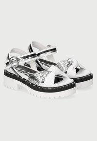 LIU JO - WITH LOGO - Sandály na platformě - white - 1