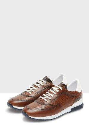 CHAVAR - Sneakers laag - cognac
