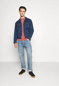 Wrangler - Polo shirt - barn red - 1