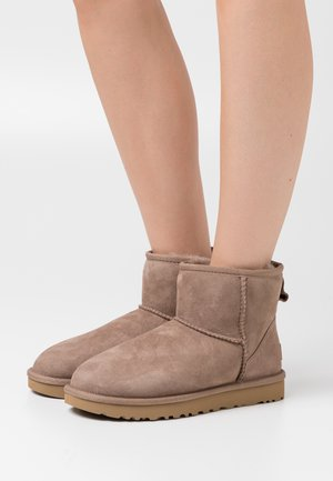 CLASSIC MINI II - Bottines - caribou