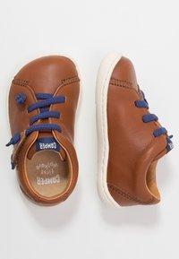 Camper - PEU CAMI - Zapatos de bebé - brown - 3