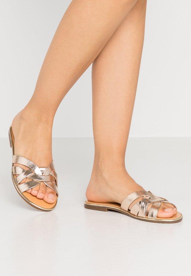 INVA - Pantofle - or