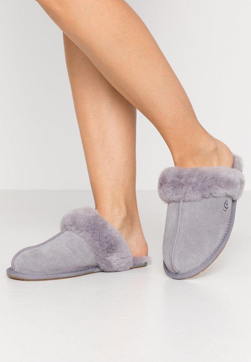 UGG - SCUFFETTE II - Pantoffels - grey