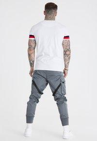 SIKSILK - COMBAT TECH CARGO PANTS - Cargo trousers - light grey - 2