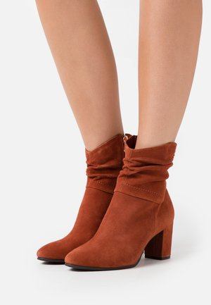 Classic ankle boots - brick