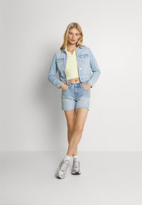 Vero Moda - VMFAITH SLIM JACKET - Denim jacket - light blue denim - 1