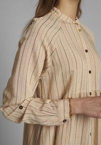 Nümph - Shirt dress - tannin - 3