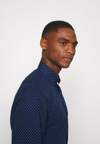 Calvin Klein Tailored - EASY CARE FITTED SHIRT - Shirt - blue - 3
