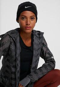 Nike Performance - BEANIE UNISEX - Mössa - black - 4