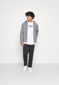 Karl Kani - RETRO TEE UNISEX  - Print T-shirt - white - 1