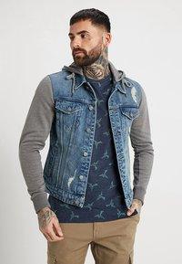 Only & Sons - ONSCOIN HOOD TRUCKER - Denim jacket - blue denim - 0