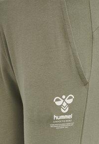 Hummel - Tracksuit bottoms - vetiver - 6