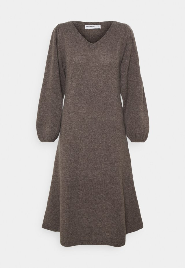 LINE LONG DRESS - Strikkjoler - heather brown