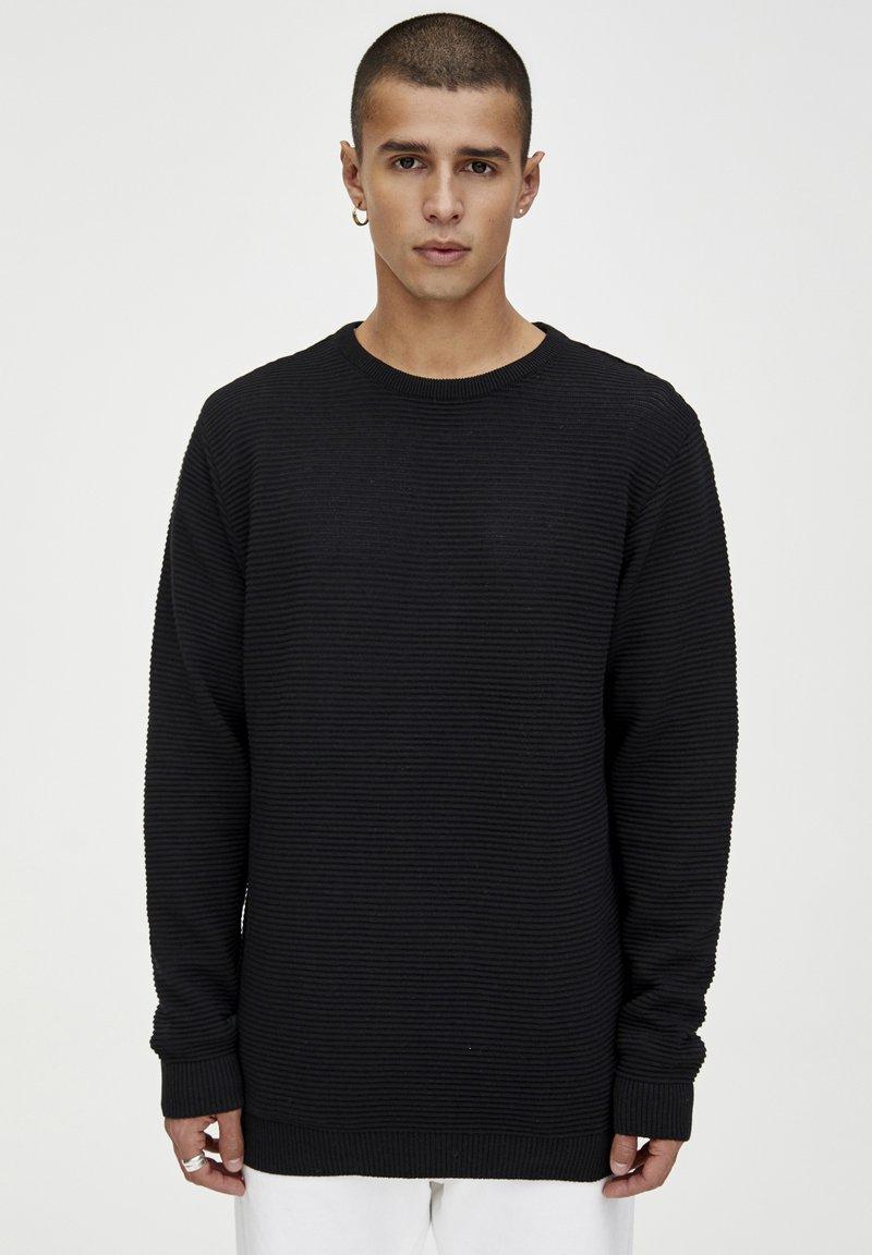 PULL&BEAR - Stickad tröja - black