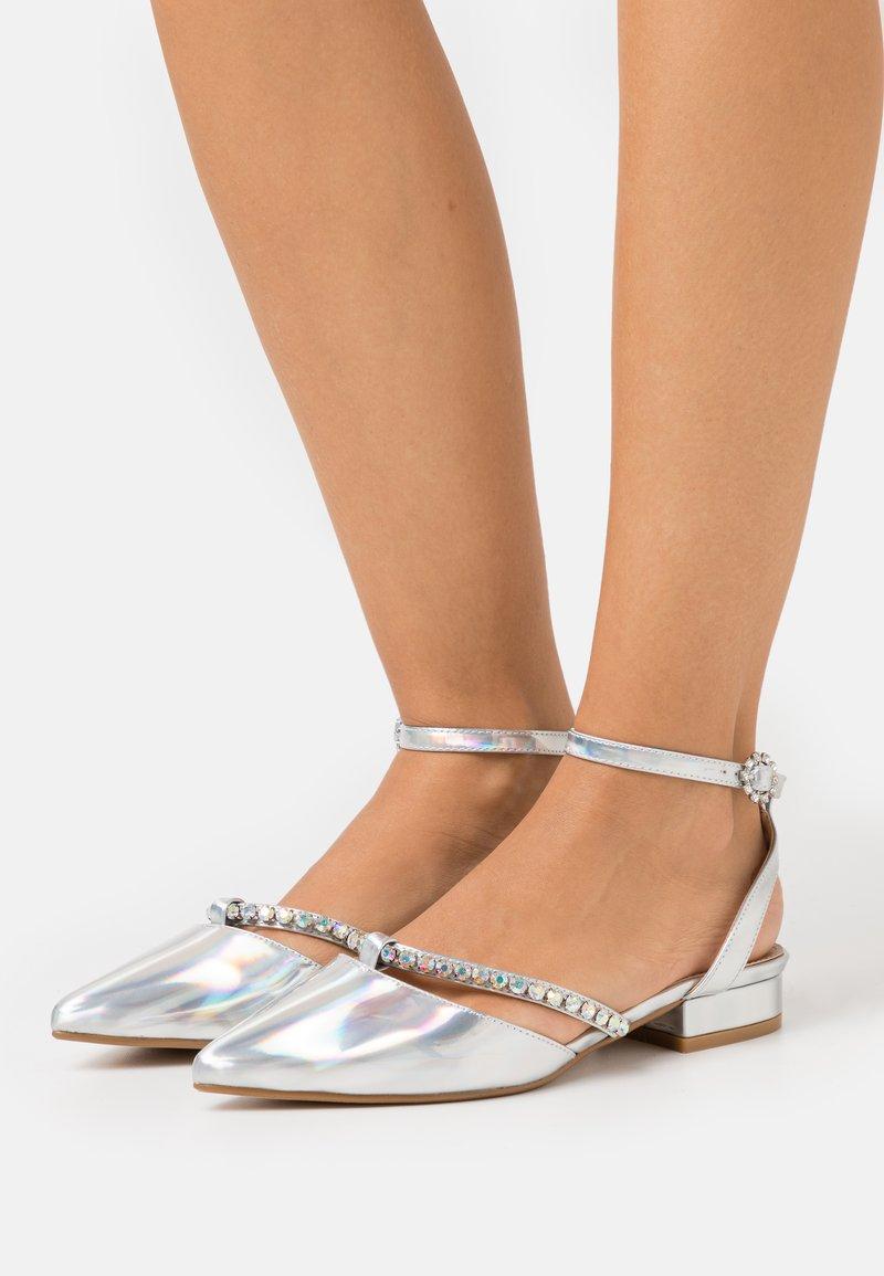 BEBO - MELANY - Ballerinat nilkkaremmillä - silver