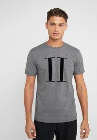 Les Deux - ENCORE  - Print T-shirt - charcoal melange/black - 0
