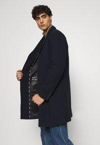 Selected Homme - SLHHAGEN  COAT  - Classic coat - dark sapphire - 3