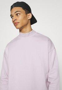 YOURTURN - UNISEX - Sweatshirt - lilac - 3