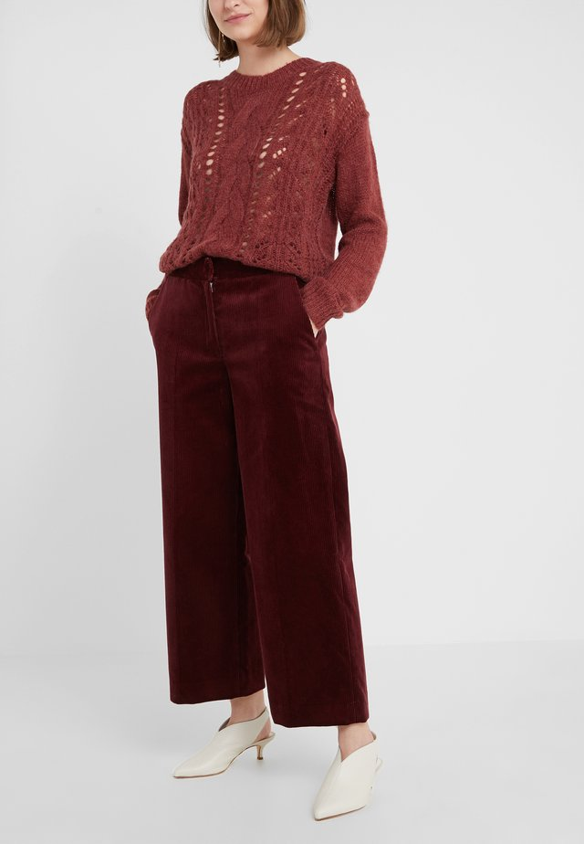 FAWN - Trousers - tawny port