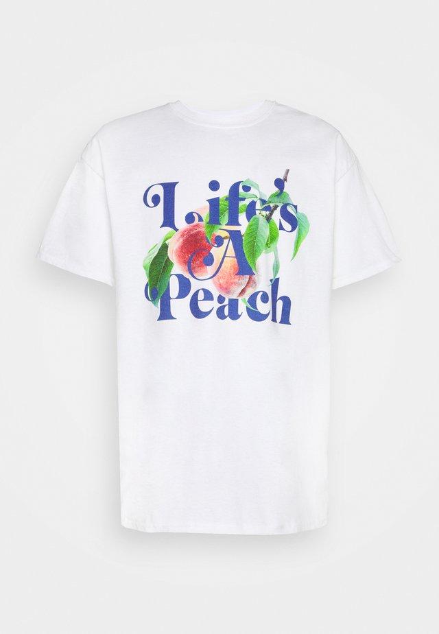 LIFE'S A PEACH SLOGAN GRAPHIC - Print T-shirt - white