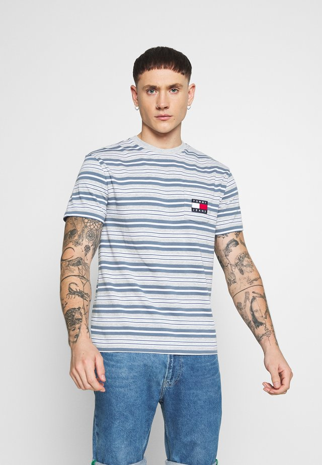 STRIPE POCKET TEE - Camiseta estampada - light grey stripe