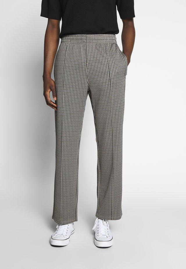 KEN TRACKPANTS - Spodnie materiałowe - brown