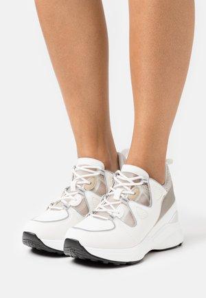 BROOKLYNN - Sneakers laag - white
