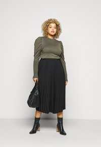 Glamorous Curve - CROPPED JUMPER WITH RIBBED HEMS PUFF LONG SLEEVES - Jumper - forest - 1