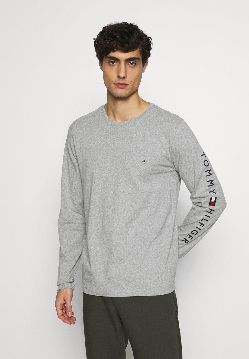 Tommy Hilfiger - LOGO LONG SLEEVE TEE - Långärmad tröja - grey