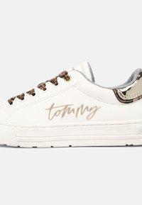 Tommy Hilfiger - Trainers - white/platinum - 6