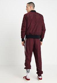 Urban Classics - Bomber Jacket - burgundy/black - 2
