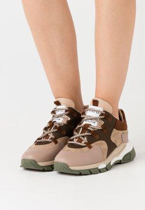Sneaker low - seta castor/basket/khaki