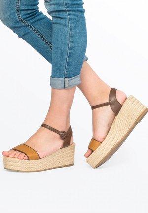COMPENSÉES ETÉ - Platform sandals - camel, camel