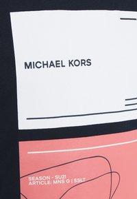 Michael Kors - TILE TEE - Print T-shirt - midnight - 2