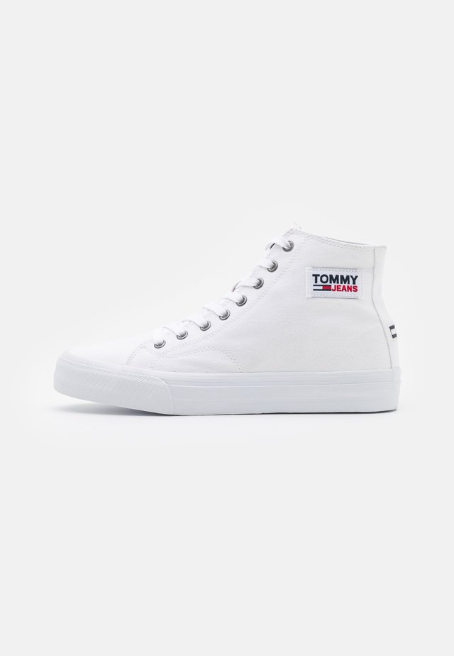 MID CUT LONG LACE UP - Sneakers hoog - white