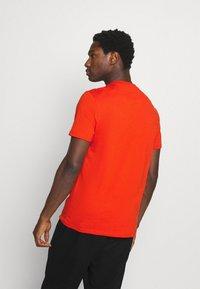 Lyle & Scott - PLAIN - T-shirt - bas - burnt orange - 2