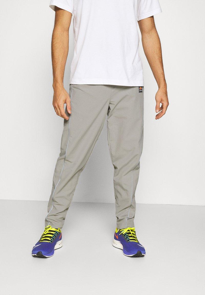 Ellesse - RIGARIO TRACK PANT - Trainingsbroek - light grey