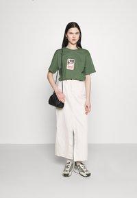 Trendyol - Print T-shirt - khaki - 1