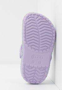 Crocs - CROCBAND MERMAIDMETALLIC - Pool slides - lavender - 5