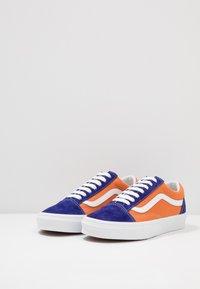Vans - OLD SKOOL UNISEX - Sneakers - royal blue/apricot buff - 2